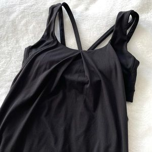 Lululemon black tank top with bra Sz 6 (f42)